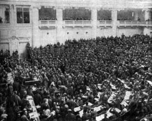 Первое заседание солдатской секции Петроградского Совета в Таврическом дворце. Фотография. Март 1917 г