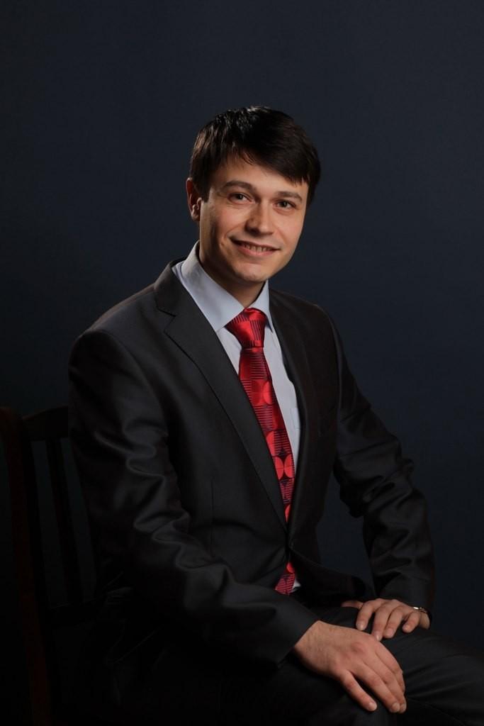 Катренко Олег Николаевич, учитель истории и обществознания.